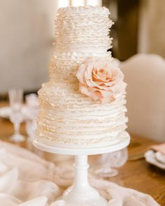 ✨ Golden edged ruffles feature in this glamorous styled shoot, shot in one of the most amazing venues Bay Of Plenty has to offer. Painted Wedding Cake, Deer Wedding, Hand Painted Cakes, Vanilla Cake, Fondant, Ruffles, Wedding Cakes, Glamour, Fancy