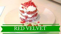 La Red Velvet Cake (torta di velluto rosso) è una torta di origine americana davvero gustosa e spettacolare; la sua particolarità è il bel colore rosso acceso che contrasta con la crema e la farcitura bianca brillante. Si dice che la ricetta di questa torta risalga agli inizi del 900, negli Stati Uniti, dove veniva servita nel ristorante The Waldorf Astoria Hotel.