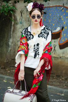iulia albu style - Căutare Google Designer Dresses, Kimono Top, Girls Dresses, Vogue, Punk, Street Style, Style Inspiration, Couture, Stylish
