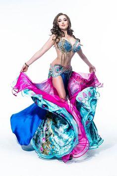 Anastasia Biserova - Bellydance. Gorgeous, gorgeous costume, specially the skirt - wow!