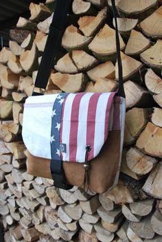 Messenger made of a mix of fabrics. Made by order.  www.floortassen.nl