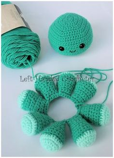 Crochet Amigurumi Ideas I have been making a frenzy of octopuses…. Is that the plural of octopus? I always call them octopi. This is a fun pattern that I worked up, and can be done with virtually any yarn… Crochet Diy, Crochet Crafts, Crochet Dolls, Yarn Crafts, Scarf Crochet, Diy Crochet Octopus, Octopus Crochet Pattern Free, Knit Cowl, Crochet Afghans