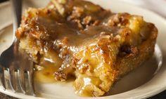 Pouding au pain à la tarte aux pommes au caramel, c'est presque trop bon!