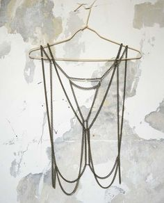 I love body chain jewelry. This accessory isoriginal, sexy, trendy and they jazz up any outfit. However, I like better the thin ones than the thick ones. What about you? Do you like them?