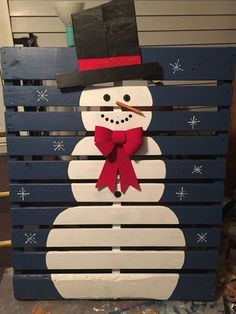 Pallet Ideas Christmas snowman pallet - These pallet Christmas projects will help you deck your halls on a budget! From Bible quotes to snowmen, you're sure to find a project that you adore. Pallet Christmas, Christmas Snowman, Christmas Projects, Winter Christmas, Christmas Holidays, Christmas Ideas, Christmas Recipes, Christmas Yard, Classy Christmas