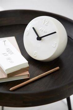 Heute ist der verspäte-dich Tag. Und damit man auch nicht fälschlicherweise zu Früh das Haus verlässt ein Paar schöne Uhren Vorschläge von uns, damit zum verspäteten nichts schief geht <3 Kähler Design Tischuhr Ora Taubenblau