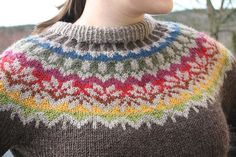 Ravelry: Afmæli - anniversary sweater pattern by Védís Jónsdóttir - free… Fair Isle Knitting Patterns, Fair Isle Pattern, Knitting Designs, Knit Patterns, Knitting Yarn, Free Knitting, Crochet Yoke, Icelandic Sweaters, Couture