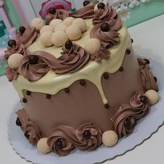 Cake Frosting Recipe, Frosting Recipes, Cake Recipes, Sweet Desserts, Sweet Recipes, Delicious Desserts, Chocolate Garnishes, Chocolate Desserts, Cake Decorating For Beginners