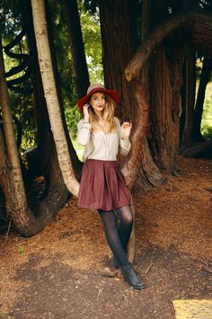 Zoella looking fabulous in an amazing autumnal outfit Zoella Outfits, Outfits Otoño, Stylish Outfits, Fashion Outfits, Fall Winter Outfits, Autumn Winter Fashion, Autumn Style, Zooey Deschanel, Zoella Style