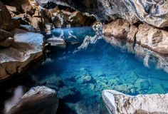 © axz, shutterstock - Die Höhle Grjotagja im Norden Islands