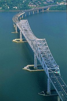 Tappan Zee Bridge in Tarrytown, New York. Completed in this beautiful erector set bridge over the Hudson River is still the world's longest cantilever span. Tappan Zee Bridge, Cantilever Bridge, Beautiful Roads, Bridge Design, Hudson River, Covered Bridges, Architecture, New York City, Parks