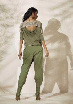 Oblique.ru - итальянская женская дизайнерская одежда и аксессуары для повседневной жизни. Sport Outfits, Summer Outfits, Elisa Cavaletti, Shirt Refashion, Dubai Fashion, Blouse And Skirt, Sport Chic, European Fashion, Dress Codes