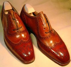 G G bespoke : The difference between bench made and bespoke shoes. Converse All Star, Sock Shoes, Shoe Boots, Spectator Shoes, Men Dress, Dress Shoes, Reebok, Derby, Komplette Outfits