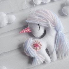 Items similar to Christmas Unicorn, Unicorn ornament, Felt unicorn, Unicorn gift, Nursery decor on Etsy Felt Diy, Felt Crafts, Fabric Crafts, Sewing Crafts, Sewing Projects, Crafts For Kids, Yarn Crafts, Paper Crafts, Christmas Unicorn