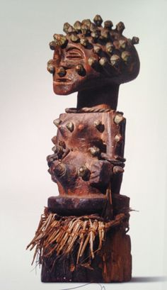 Figure power Boanga (Nganga)  Carved wood, nails, metal and fiber  Height: 16.5 cm  Probably collected in situ by Georges Van Halle between 1940 and 1945