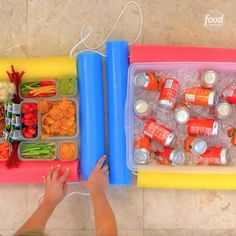 to Make Snack Bar Pool Float TFW when you really need a snack but are NOT leaving your pool float. Make a DIY Snack Bar Pool Float!TFW when you really need a snack but are NOT leaving your pool float. Make a DIY Snack Bar Pool Float! Pool Snacks, Diy Snacks, Piscina Diy, Sommer Pool Party, Pool Party Kids, Pool Party Birthday, Backyard Pool Parties, Swimming Party Ideas, Pool Bar
