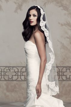 Paloma Blanca - One tier Mantilla veil with French Alençon Lace edging