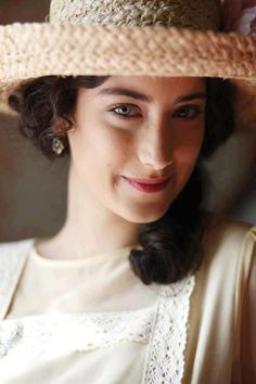 best of hazal kaya ( Turkish Beauty, Turkish Fashion, Feriha Y Emir, Cute Girl Wallpaper, Couple Photography Poses, Actrices Hollywood, Girls Dpz, Turkish Actors, Beautiful Actresses