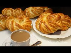 COMO HACER PANECILLOS O BOLLITOS DE LECHE TIERNOS Y ESPONJOSOS - YouTube Mexican Sweet Breads, Spanish Desserts, Breakfast Recipes, Dessert Recipes, Homemade Dinner Rolls, Pan Dulce, Pan Bread, Cake Servings, How To Make Bread