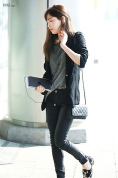Cute Airport fashion Looks and Style (24)