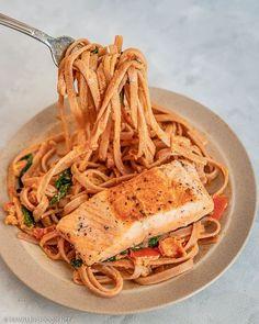 Creamy tomato pasta with salmon and homemade Italian pasta sauce with cream || Love sun-dried tomato pesto? You'll love this creamy sun-dried tomato pesto pasta with pan-seared salmon! Learn how to make this creamy tomato pasta with sun-dried tomato pesto and salmon in 30 minutes. Check out this creamy sun-dried tomato pasta recipe on Travelling Foodie. #travellingfoodie #recipes #easyrecipes #pastarecipes #creamypasta Salmon Pasta Recipes, Creamy Salmon Pasta, Tomato Pasta Recipe, Creamy Tomato Pasta, Tomato Pesto, Pesto Pasta, Tuscan Pasta, Pan Seared Salmon, Cooking Salmon