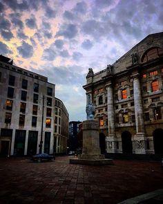 E da piazza Affari ecco palazzo Mezzanotte fotografato da Giacomo Sgarra #milanodavedere Milano da Vedere