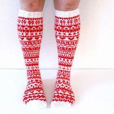 Joulukalenterisukat 2015 / christmas calendar socks by Niina Laitinen on ravelry Knitting Videos, Knitting Charts, Loom Knitting, Knitting Socks, Knitting Patterns, Wool Socks, Knit Mittens, Knit Art, Leg Warmers