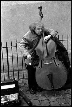 ♫♪ Music ♪♫ Black and white street musician Jazz, World Music, Music Is Life, Street Musician, Double Bass, Dance Music, Music Lovers, Black And White Photography, Les Oeuvres