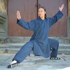Wudang Taoïst tai chi Plus Qi Gong, Bruce Lee, Karate, Body Reference Poses, Drawing Reference, Kung Fu Uniform, Tai Chi Qigong, Sumo, Fighting Poses