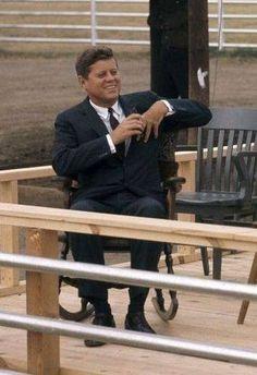 Nadire Atas on the Kennedy Compound Hyannis Port Les Kennedy, Robert Kennedy, Jackie Kennedy, Kennedy Compound, Celebridades Fashion, John Junior, Jfk Jr, Mr President, John Fitzgerald