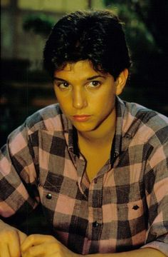 young ralph macchio the karate kid ~ young ralph macchio _ young ralph macchio the karate kid _ young ralph macchio the outsiders _ young ralph macchio wallpaper The Karate Kid 1984, Karate Kid Cobra Kai, Daniel Karate Kid, Beautiful Boys, Pretty Boys, Die Outsider, Ralph Macchio The Outsiders, Iphone Bleu, The Outsiders Imagines