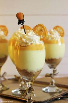 Lemon Cheesecake in glasses (without oven) Mini Desserts, Delicious Desserts, Dessert Recipes, Yummy Food, Delicious Chocolate, Dessert In A Jar, Sweet Recipes, Sweet Tooth, Bakery