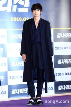 Whatever sartorial elf lives in K-actor Kang Dong Won's head, it needs to pop up and take a bow because the man has been a total treat to watch this month doing the press circuit for his movie A Violent … Continue reading → Korean Men, Asian Men, Korean Actors, Korean Wave, Asian Guys, Kang Dong Won, Joo Won, Alternative Fashion, Alternative Style