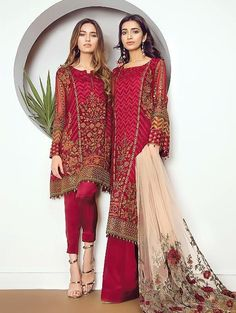 We are presenting by Baroque Fuchsia embroidered chiffon winter dresses,embroidered suits,embroidered designs suits,cambric trouser,chiffon winter dresses Pakistani Dresses Online, Pakistani Outfits, Indian Dresses, Indian Outfits, Ethnic Fashion, Asian Fashion, Baroque Fashion, Pakistani Fashion Party Wear, Party Kleidung