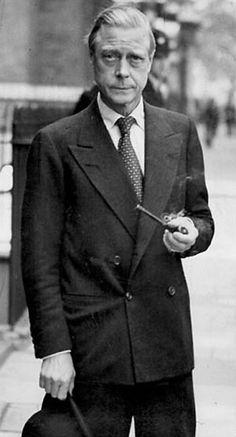 The duke of windsor, wearing a Kent cut double breasted suit - named for the duke of Kent, and meaning only bottom button does up. Elongates the v and suits shorter person.