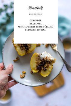 Mit diesem gesunden Bratapfel-Rezept kannst du ganz ohne schlechtes Gewissen genießen! Die Bratäpfel mit Hirse, Nusstopping und Vanilleskyr sind nicht nur leicht und lecker, sie kommen auch ganz ohne raffinierten Zucker aus!#gesunderezepte #bratapfel #bratäpfel #bratapfelgesud #zuckerfrei #zuckerfreierezepte #rezepte #zuckerfreifrühstücken #zuckerfreieküche Instagram Feed, Breakfast, Community, Food, Sugar Free Meals, Sugar Free Recipes, Millet Recipes, Portuguese Recipes, Fried Apples