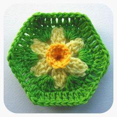 WoolnHook: Daffodil Hexagon Photo Tutorial