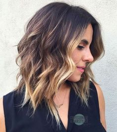 16 Flattering Medium Hairstyles for 2018 As we all know, medium hairstyles can work great on all hair textures and types. The chin-length hair will flatter any face shape for women. Medium Length Hair With Layers, Medium Hair Cuts, Medium Hair Styles, Short Hair Styles, Choppy Bob Hairstyles, Thin Hair Haircuts, Cool Hairstyles, Gorgeous Hairstyles, Hairstyle Ideas