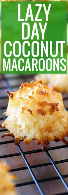 Lazy Day Coconut Macaroons Coconut Macaroons are perfectly sweet, beautifully toasted on the outside and moist and chewy on … Easy Cookie Recipes, Cookie Desserts, Easy Desserts, Sweet Recipes, Dessert Recipes, Yummy Recipes, Macaroon Recipes, Coconut Recipes, Toasted Coconut