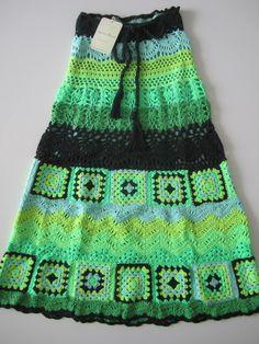 Sobre los cuadritos tejidos de crochet se puede escribir un siglo pero te quedará mucho más para escribir. De los cuadros tejidos se puede...