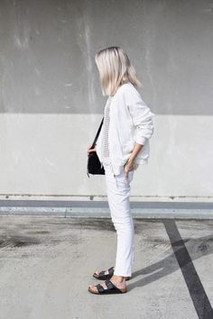 Outfit: all white + Birkenstock Style Birkenstock, White Birkenstock, Fashion Moda, Look Fashion, Milan Fashion, Style Blanc, Chic Minimalista, Style Minimaliste, All White Outfit