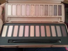 Dupe? NAKED 3 URBAN DECAY PALETTE VS W7 IN THE NUDE (COMPARISON & REVIEW)