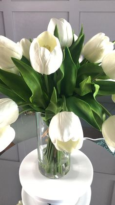 Beautiful Flowers Images, Unique Flowers, Flower Images, Faux Flowers, White Tulip Bouquet, White Tulips, Unique Flower Arrangements, Tulips In Vase, Forever Flowers
