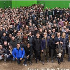 Avengers: Endgame: Robert Downey Jr is front and centre as the entire cast and crew pose for a legendary photo Oh god my heart Marvel Avengers, Avengers Cast, Avengers Memes, Marvel Actors, Marvel Funny, Marvel Memes, Marvel Dc Comics, Robert Downey Jr., Die Rächer