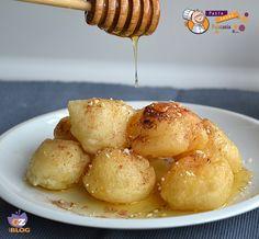 Ciao a tutti e buon martedì! Oggi vi offro queste frittelle di origine greca (loukoumades) di derivazione arabo turca. Sono molto profumat