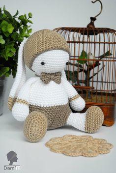 Обратите внимание на схему вязания зайки Лулу. По этой схеме можно связать зайца-мальчика и зайку-девочку. Автор игрушки - Dam'M - Alexia Giraud.