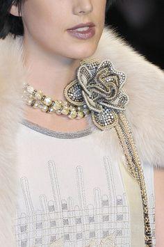 notordinaryfashion:    thetentsofbryantpark:    Anna Sui at New York Fashion Week Fall 2010