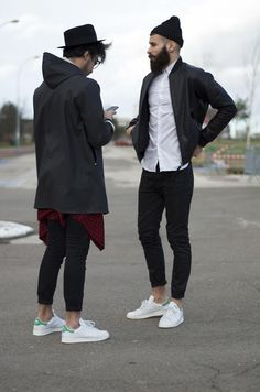 A men's fashion/lifestyle moodboard featuring men's street style looks, beards and various facial hair styles, tattoo art, inspiring street fashion photography, and clothing from the best menswear labels and streetwear brands. Mode Hipster, Estilo Hipster, Hipster Style, Fashion Mode, Urban Fashion, Fashion Trends, Paris Fashion, Runway Fashion, Girl Fashion