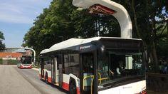 Bislang fehlten noch serienreife Fahrzeuge, doch nun wird es ernst: Hamburg stellt seinen Nahverkehr auf Elektrobusse um. Andere Städte sind hochgradig interessiert und ziehen mit. Ein neuer Zukunftsmarkt für die Hersteller zeichnet sich ab.