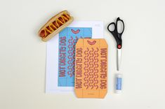 DIY Hot Diggity Dog Hot Dog Holders by Handmade Charlotte for French's Mustard #NaturallyAmazing